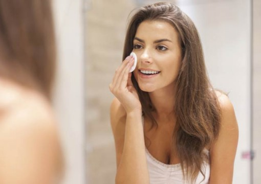 This Is How You Can Remove Makeup Before Going To Bed