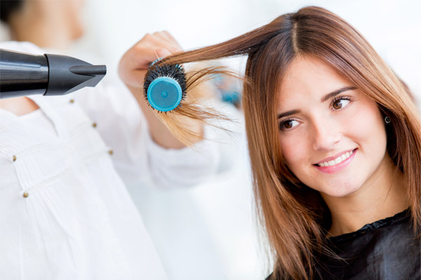 Blow Dry Your Long Hair With a Brush And Cool Air