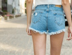 Know What Should You Pair Up With Your High Waisted Shorts.!