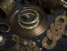 LATEST  JEWELLERY TRENDS YOU SHOULD WEAR ON MAXI DRESSES AND CROP TOPS
