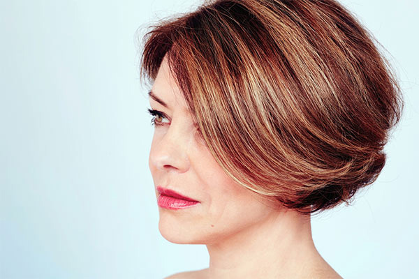 Brown bob with sweeping highlights
