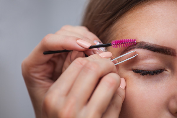 Eyebrow Shaping Tips Every Woman Should Know
