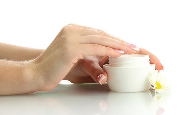 moisturize-your-nails-4