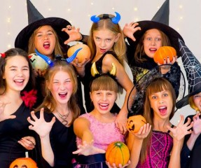 9 Killer Halloween Costumes For Twins And Teens