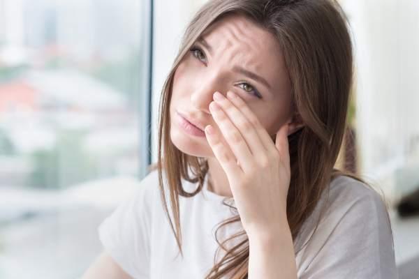 Symptoms Of Sagging Eyelids