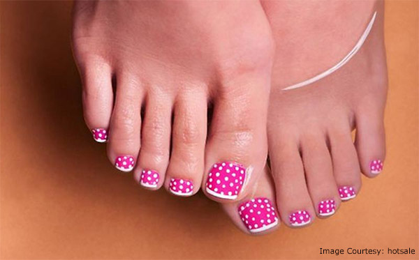 polka dots toe nail design
